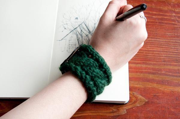 DIY Jewelry : DIY Knit a Bracelet