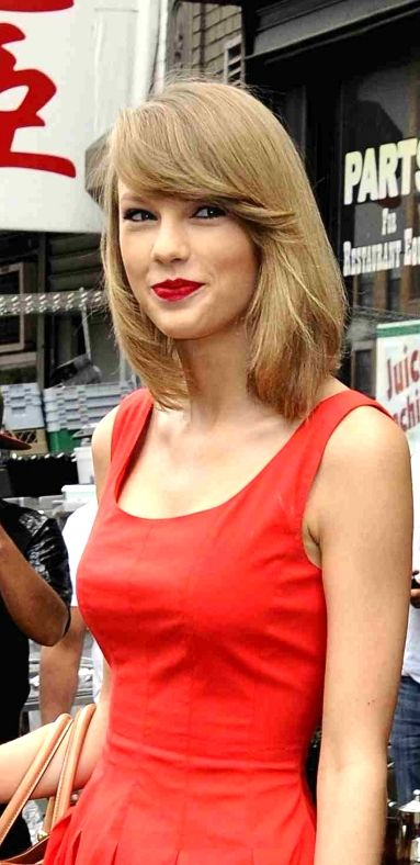 Taylor Swift ♥ Beautiful bob cut with side swept bangs and her signature red lipstick
