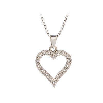 ANHENG MED KJEDE  Hvitt gull. 14 K. Hjerte fattet med 18 8/8 diamanter 0,10 ct. Kjede i hvitt gull. 14 K. Totalvekt: 7,1 g.  LENGDE 45 HØYDE ANHENG 2,5 CM BREDDE ANHENG 2 CM