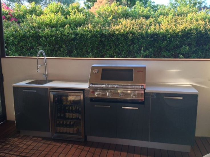 another DIY installation of a Kastell Outdoor Kitchen. Slate doors and Smartstone Benchtop. Let the cooking begin!