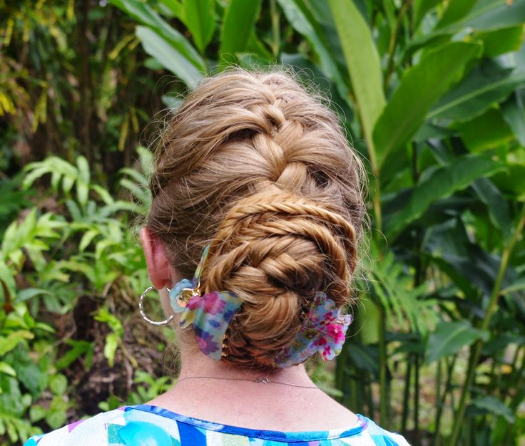 Französisch-Geflecht und Fisthail Bun Trendige Frisur Haarschnitte. Coole Frisuren haben werden, wünscht sich jeder. Deshalb ist die Sammlung von Frisuren, die hier geschrieben werden könnte, die Idee in Ihr Haar-styling-Stil, um schön Aussehen. Sie brauchen nicht zu gehen, wo der Haarschnitt,... - #Fisthail, #Flechte, #Französisch, #Frisur, #Haarschnitte, #Trendige