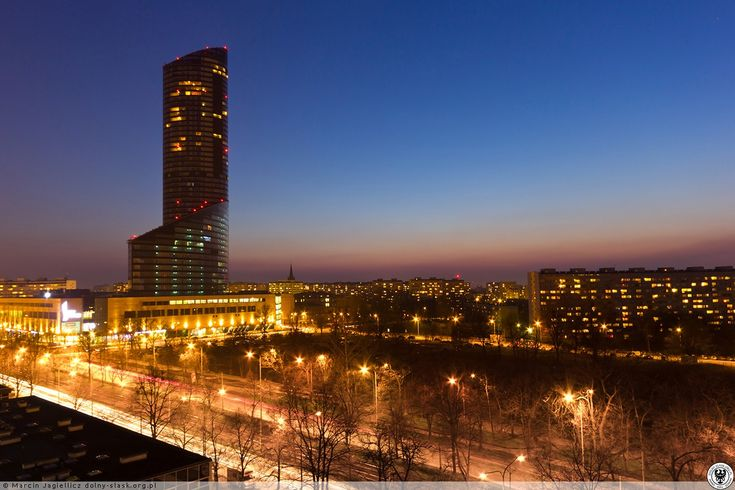 Sky Tower sfotografowany po zachodzie słońca. #Marcin Jagiellicz #SKYTOWER