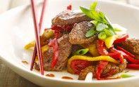 Le chef Cyril Lignac vous propose une recette facile pour réaliser un wok de bœuf à la mangue. À vos fourneaux.