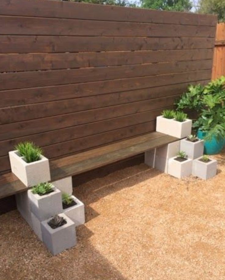 Easy bench with cinder blocks