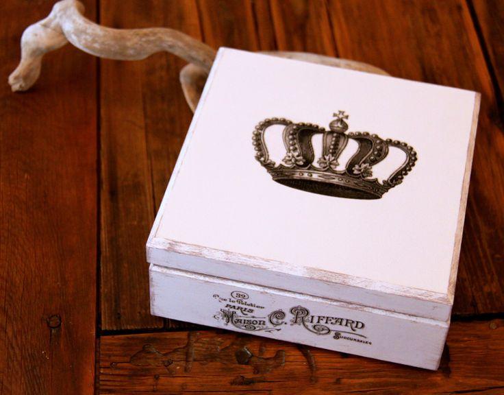 Le chouchou de ma boutique https://www.etsy.com/fr/listing/225429941/boite-a-bijoux-ou-de-decoration-en-bois