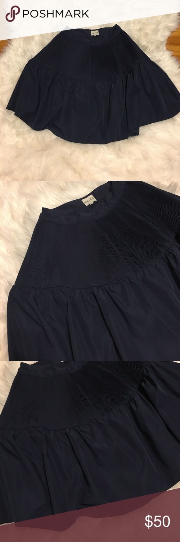 Reiss Navy Circle Skirt 0 Navy Blue Reiss Skirt. Top of Skirt has tiny pleats and the rest of the skirt flares out. Size 0. Ask any questions! ✖️No trades. Price is pretty firm. If you are interested in a discount, creating a bundle is the best way 🎀 Reiss Skirts