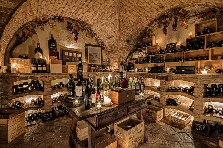 Cave de Vinhos (wine cellar) at VILA VITA Parc.