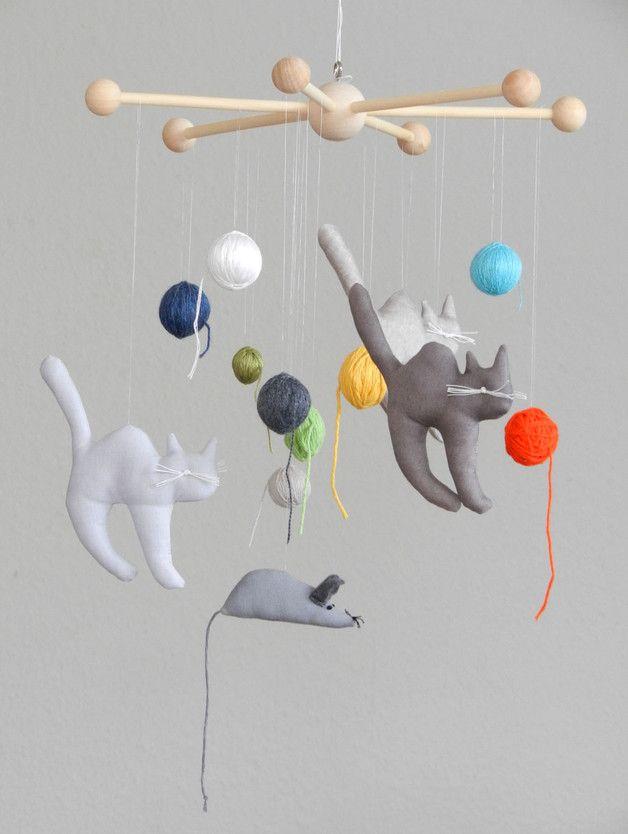 Kinderzimmerdekoration - Mobile Katzen und Maus mit Wollknäuel Kätzchen - ein Designerstück von uggla-deko bei DaWanda