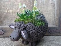 Grosses schwarzes Schaf Adorable Sheep Plant Pot from DaWanda.com♥✿♥