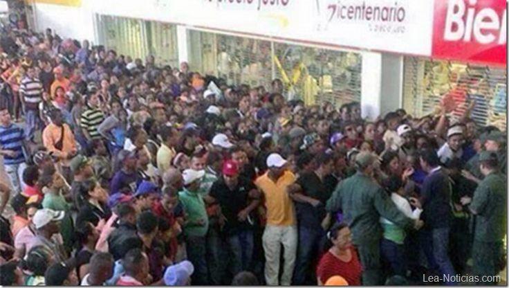 En Venezuela meterán presos a los que hagan cola para comprar comida fuera de horario - http://lea-noticias.com/2015/08/24/en-venezuela-meteran-presos-a-los-que-hagan-cola-para-comprar-comida-fuera-de-horario/