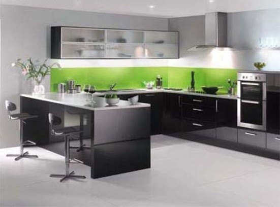 Gloss kitchens are ideal for creating a kitchen with a modern sleek feel. This high gloss black is a perfect choice for a eye-catching, contemporary kitchen, at an affordable price.