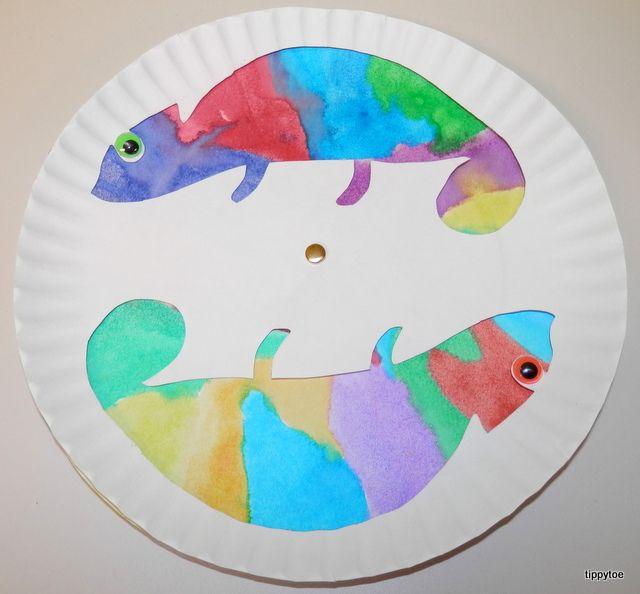 Idée de bricolage pour enfant ludique et coloré : Le caméléon qui change de couleur ! Activité manuelle enfant avec assiette en carton super amusante