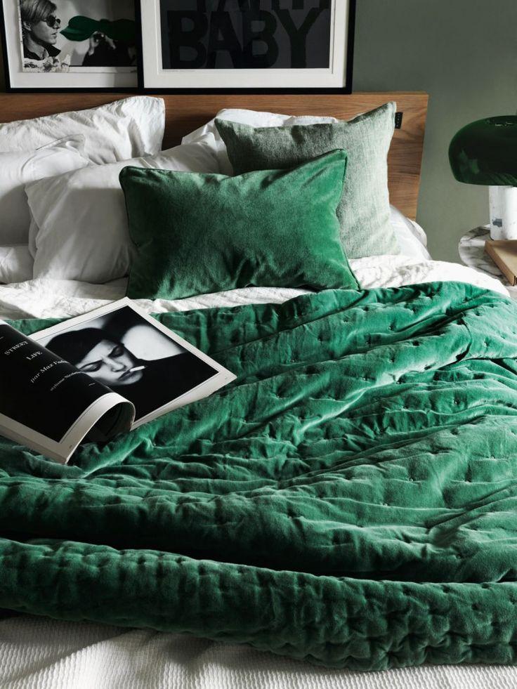 Green velvet bedding and soft green walls | Linum AW 15. Photo Jonas Ingerstedt.