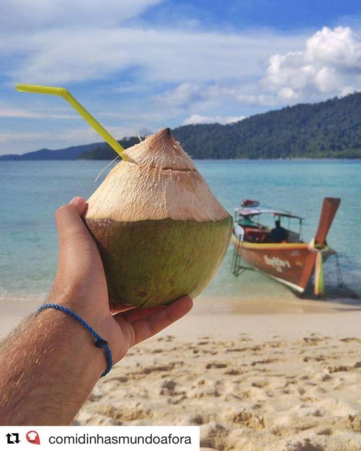 Use #letsflyawaybr e apareça no nosso feed! Obrigada @comidinhasmundoafora por compartilhar essa imagem! A Tailândia é o paraíso! Alguém aceita uma água de coco geladinha? --------- Use #letsflyawaybr and show up in our feed! Thank you @comidinhasmundoafora for sharing this picture! Thailand is paradise! Does anyone want an ice cold coconut water? ------------ #repost #tailandia #thailand #praia #beach #viagem #trip #travel #viaje #instatravel  #travelgram #igtravel #beautifulplace…