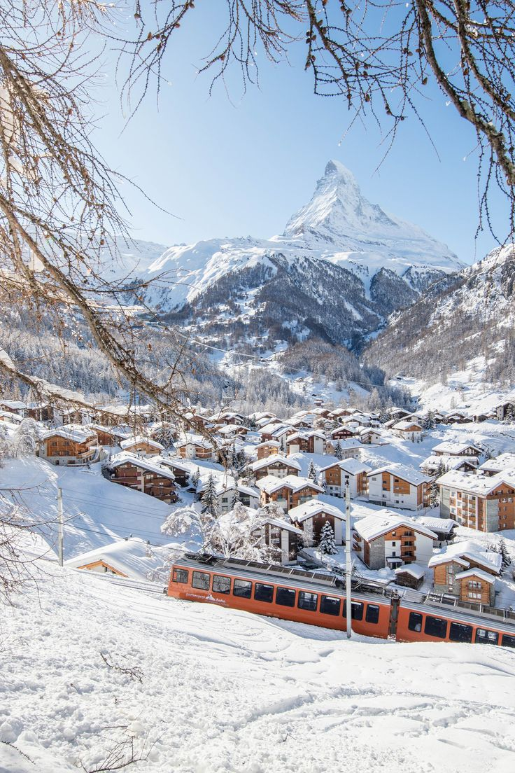 Resort guide Zermatt: maps, restaurants & information Vacation Places, Places To Travel, Places To Visit, Zermatt, Beautiful World, Beautiful Places, Ski Holidays, Winter Scenery, Travel Aesthetic