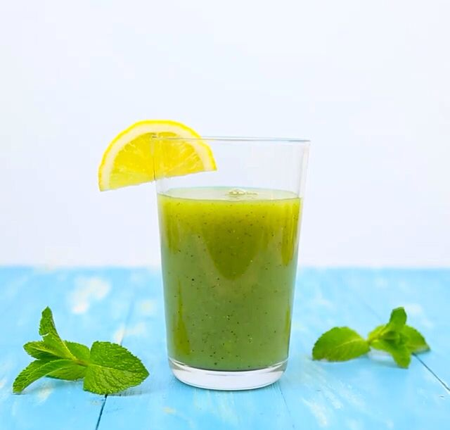 Yummy smoothie to help boost metabolism - pear, kiwi, honey, ginger, mint, and water