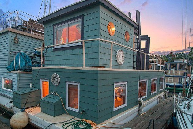 Yahoo Homes of the Week: Floating homes and houseboats for sale. I LOVE THIS-- the houseboat aspect and the color!