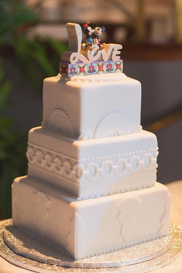 disney world wedding cake toppers 1000 images about disney wedding cakes on 13601