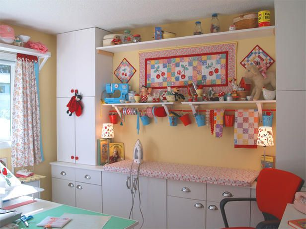 Such a cute craft room: Rooms Decor Ideas, Crafts Rooms, Crafts Spaces, Sewing Spaces, Rooms Ideas, Craftroom, Sewing Rooms, Craft Rooms, Irons Boards
