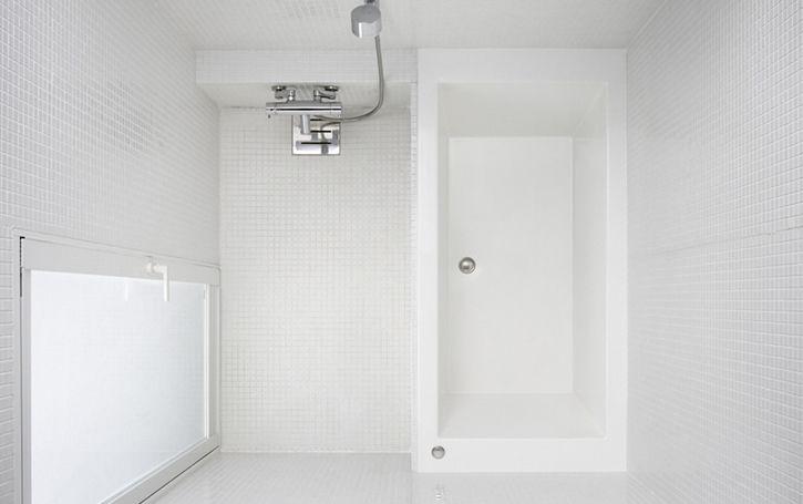 風呂 『QUADRA SS』 床はタイルやFRP(3色)からそれぞれ選ぶことができます。 サイズは1616のみ。 価格は1,365,000円。