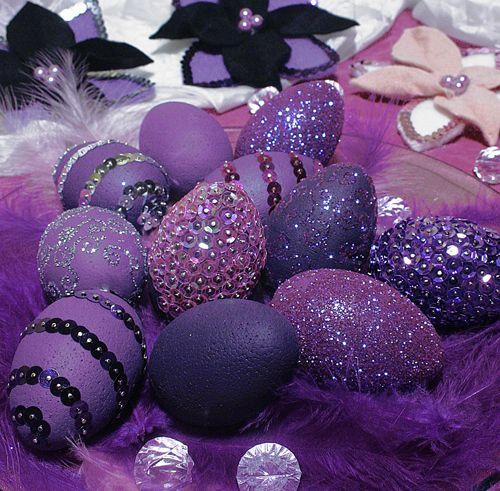 Purple Easter Eggs <3 Repinned by www.loisjoyhofmann.com Deep purple for Easter--different than the usual pastels.