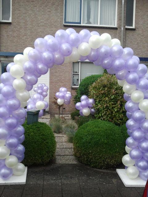Luchtige ballondecoratie op uw bruiloft. Een fantastische en feestelijke entree