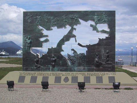 """Inglaterra """"va a seguir manteniendo la defensa militar"""" en Malvinas"""
