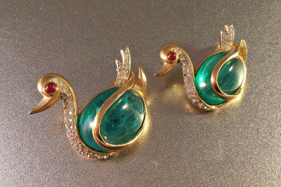 Trifari Flawed Emerald Rhinestone Swan Brooch Pair Gripoix
