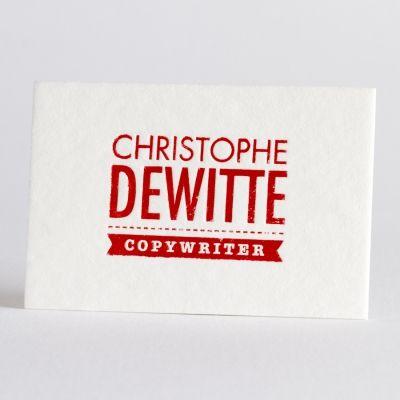 Kies voor professionele Luxe Letterpress visitekaartjes op katoenpapier. Bij deze ambachtelijke druktechniek wordt de tekst in de kaart gedrukt met een optisch en voelbaar effect. Dit kaartje is uitgevoerd in rode folie, maar andere kleuren zijn mogelijk.