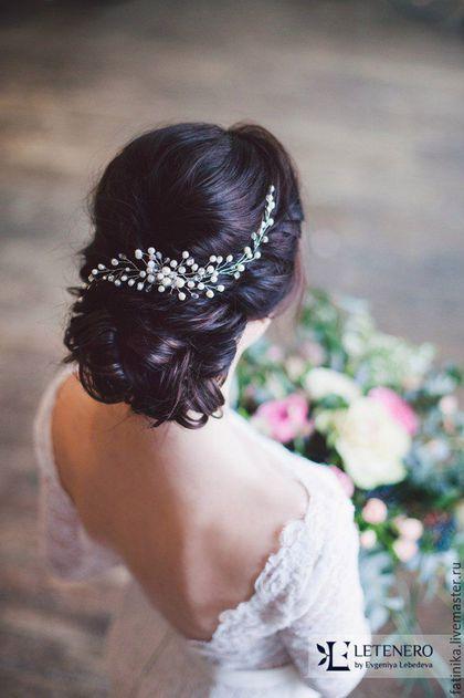 Купить или заказать Свадебный набор украшений из речного жемч/ свадебное украшение невесты в интернет-магазине на Ярмарке Мастеров. Венок на голову, венок свадебный, венок невесты, свадебные украшения, украшение невесты, украшения из проволоки, аксессуары для невесты Свадебный набор украшений для невесты: гребень и серьги из речного жемчуга и прозрачных кристаллов *********************************************** Свадебные аксессуары, свадебные украшения невесты, украшения на голову, аксес...