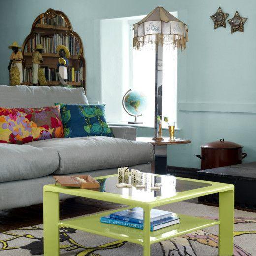ET VINDPUST FRA KARIBIA   Tenk syrlige karibiske toner. Tenk lyst og innbydende, en diskret og fin balanse mellom deilige pasteller. Akkurat som den vestindiske teen er syrlig, er interiørfargene her som syrlige karameller. Kombiner med mørkt gulv og mørke møbler i kolonistil, og du kan fornemme et drag av Karibia.