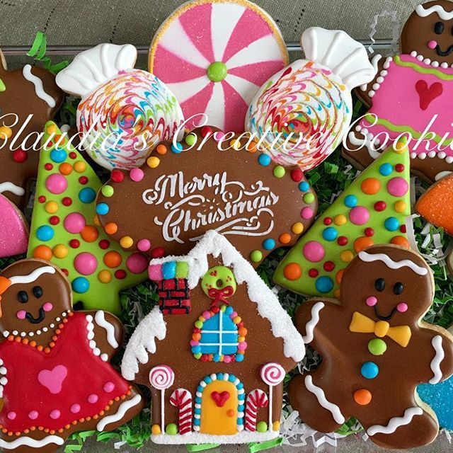 Gingerbread family! #christmascookies #decoratedcookies #decoratedsugarcookies #gingerbreadhousecookies #gingerbreadmancookies #customcookies #candycookies