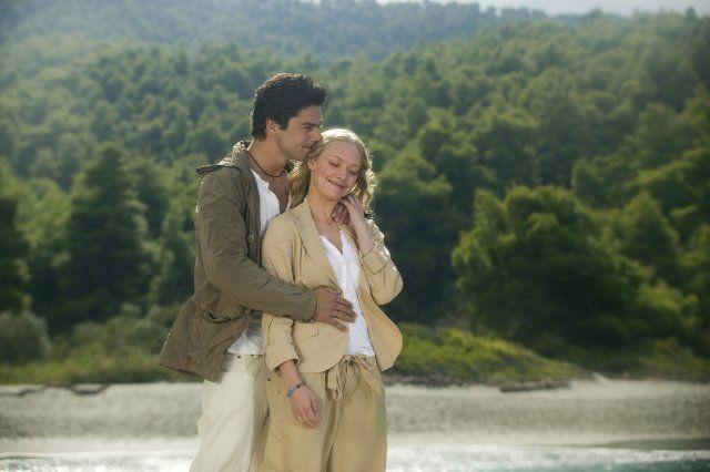 Still of Dominic Cooper and Amanda Seyfried in Mamma Mia!