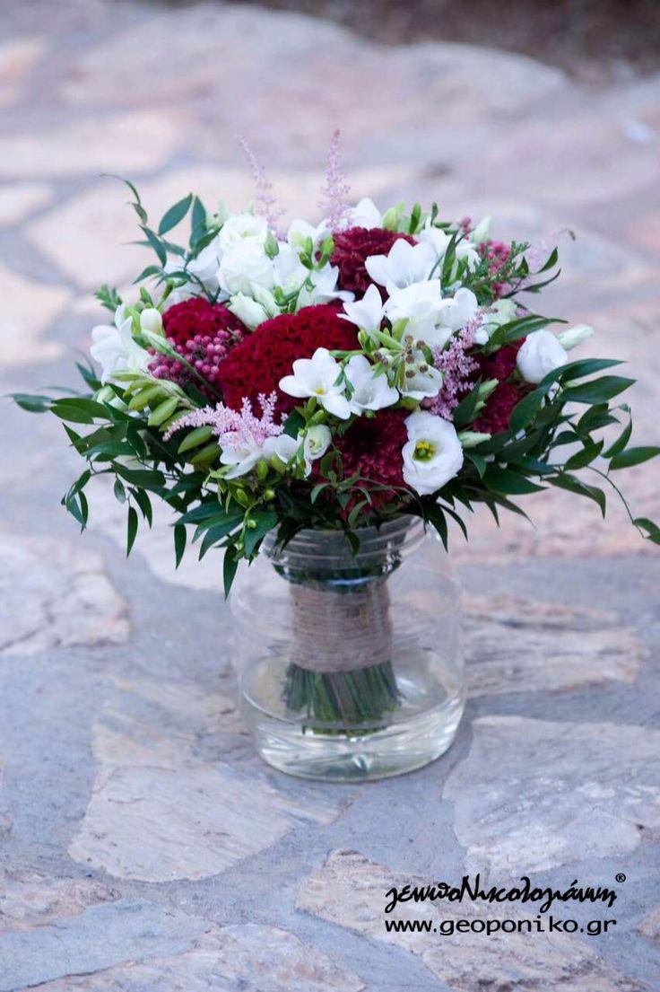 νυφικό μπουκέτο με κατακόκκινη σελοζία, λυσίανθο, αστίλβη, φρέζια, πιπέρια - bridal bouquet photo courtesy of Angel Karadimou