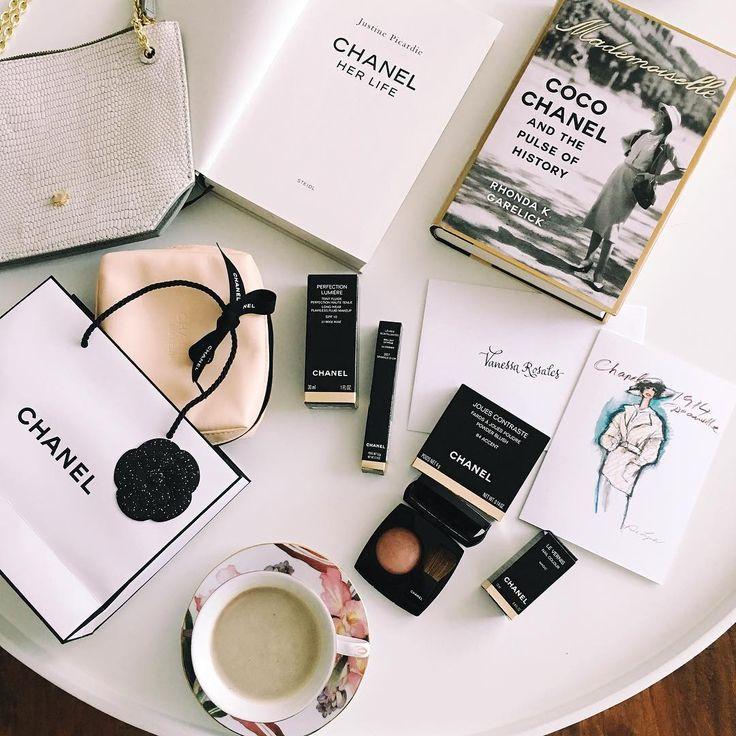 """233 Me gusta, 2 comentarios - Vanessa Rosales (@vanessarosales_) en Instagram: """"Buenos días, con una atmósfera que ya comienza a sentirse festiva y que llega con la energía…"""""""
