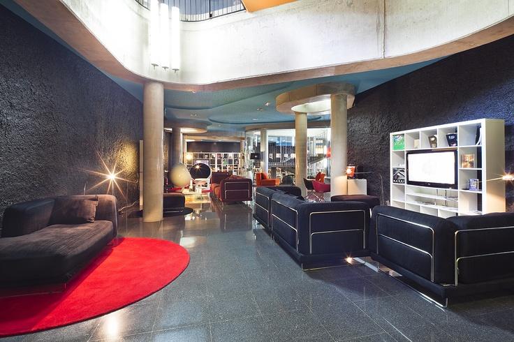 Los #sofás de las zonas comunes, para relajarte viendo la #televisión #TV
