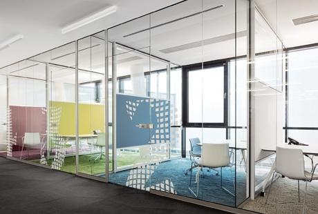 Все о перегородках - офисные стекляные и цельностеклянные перегородки, алюминиевые перегородки для торговых центров из стекла, фото - InfoPeregorodki.ru