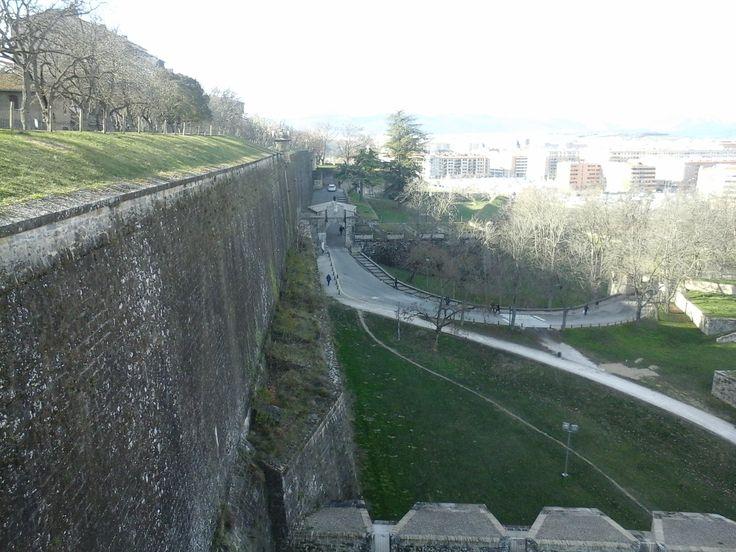 La entrada a las murallas