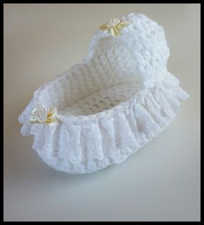 Angel baby Moses basket in crochet. Basic pattern and 3 decoration variations. Instructions given for all 3.