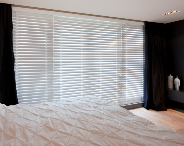 JASNO shutters and wooden blinds will change your bedroom into an oasis of peace.