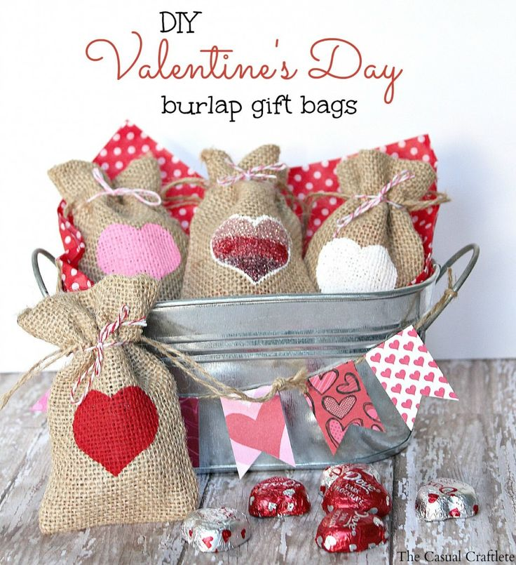 DIY Valentine's Day Burlap Gift Bags from TheCasualCraftlete.com // Super cute Valentine's Day project