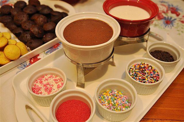 Cupcake FOndue Valentine's Day dinner dessert