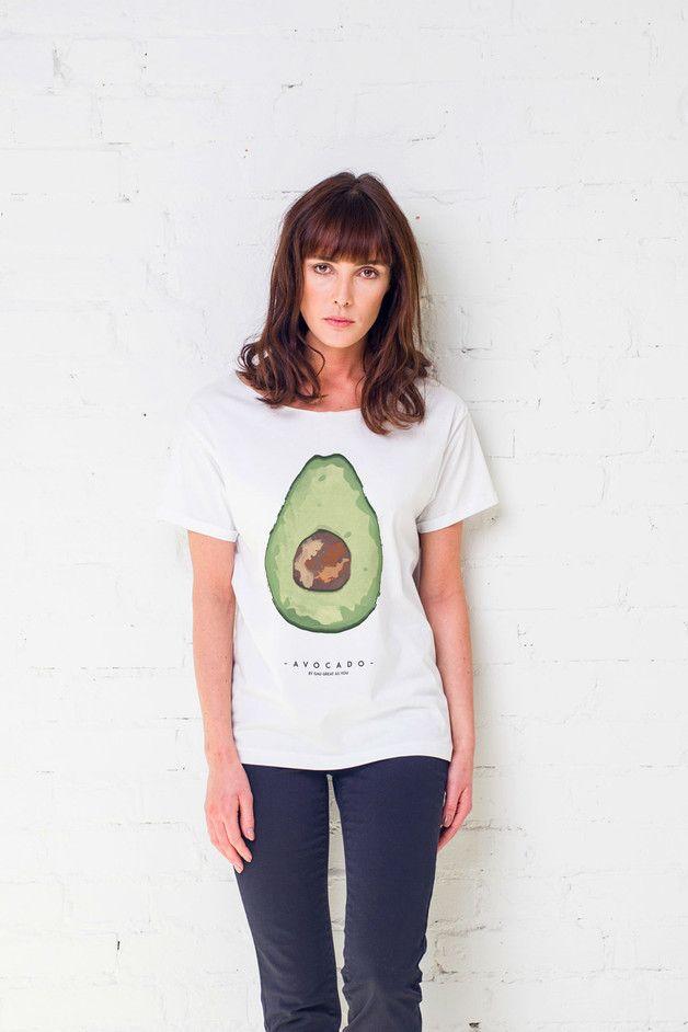 Lässiges T-Shirt mit kurzen Ärmeln und einem großen Avocado Aufdruck/ casual shirt with cute avocado print made by Gaugreatasyou via DaWanda.com