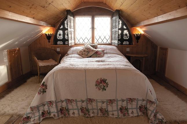 Low Ceiling Attic Bedrooms Bedroom Attic Eaves Light