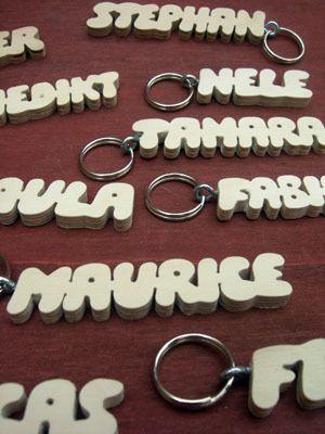 Schlüsselanhänger - Schlüsselanhänger Namen - ein Designerstück aus Holz von Kuhara bei DaWanda