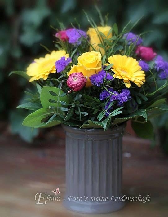 """Farbenfroh"" #gewinn #freude #elvira #bunt #geschenk #strauss #gelb #lila #blumen #flowers #blume2000 #blume2000de"