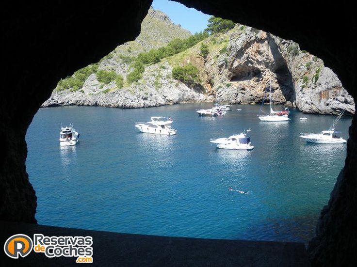 Que bonitas vistas se pueden disfrutar desde aqui, Torrent de Pareis, Mallorca  #Mallorca #viajes #islas #islasbaleares #turismo #vacaciones #playas #calas Recorre Mallorca con http://www.reservasdecoches.com/es/alquiler-de-coches/Aeropuerto_de_Mallorca.html