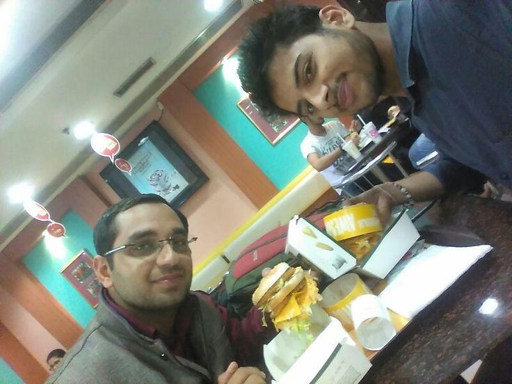 #veg #maharaja #burgers #tasty #mcdonalds #food #dine #office #colleague #masti #time #formals #weekdays #office #work #Tuesday #nightout 😘  #love #shirt ## #blue #color #holi #indian #festival #love #food  https://t.co/YYJryQhkOs