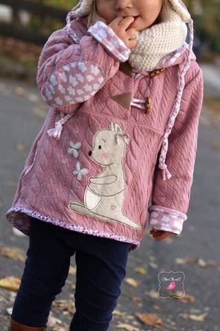 """Jacquard-Strick-Jersey - """"Rope Lines"""" - Monatsknaller - Herbst/Winter - genäht wurde ein """"Anorak"""" von Lumali - Jacke, Pulli, Pullover, Hoodie, Weste - Nähen - eBook für Kinder - Mädchen & Jungen - Glückpunkt."""