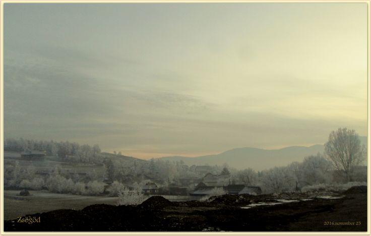 ...mesés zsögödi táj - ez volt az est mikor a novemberi Nap a ködös fátyolból megint alvásra ment, és tudtam, hogy valahol a tündérkék rejtözve várnak, hogy a meséből hátha újból kisétálnak ...